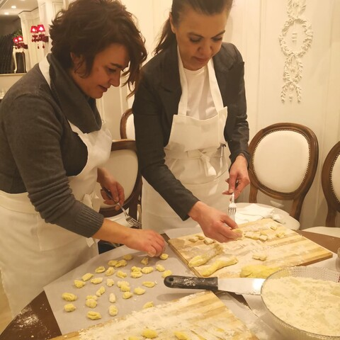 Super Roman cooking class in the Jewish Ghetto at sunset