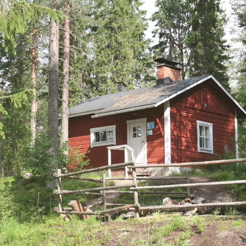 Finnish sauna experience at a genuine lumberjacks' lodge