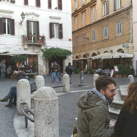 Off beaten track near Colosseum: Pizza tour with Locals