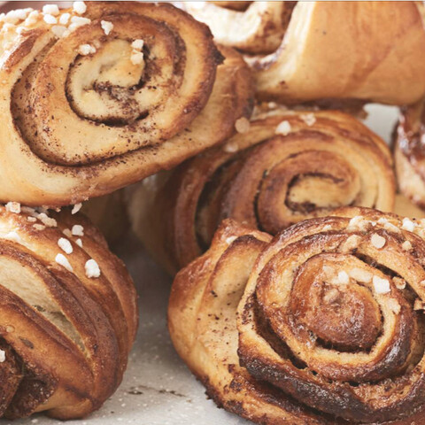 Bake Cinnamon rolls and enjoy countryside sauna!