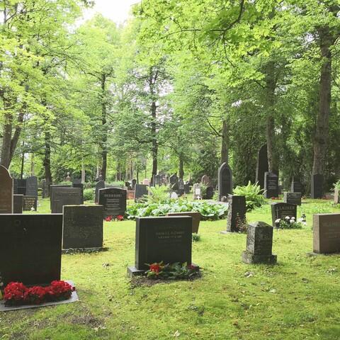 Hautausmaa maantien varrella -kävelykierros