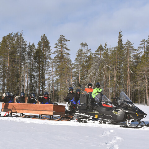 Snowmobile safari to The reinreer cabin
