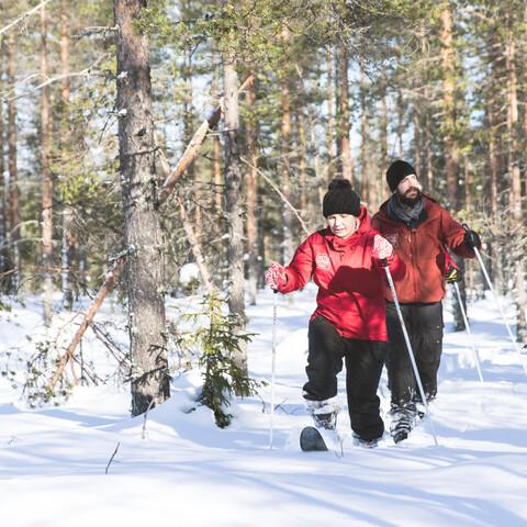 Metsäkartano snowshoeing + lunch