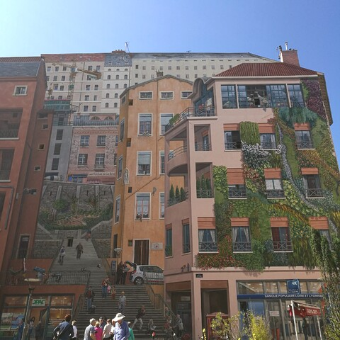 Wall paintings and insta tour in Lyon