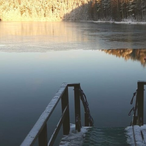 Ice swimming with your local guide in beautiful Lake Ahvenisto