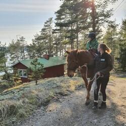 Horseback ride for beginners with leadline on Björkholm island